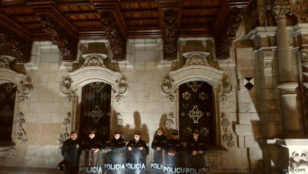 ペルーの女性警官たち